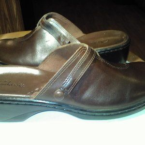 Clarks womens leather clog like shoes brown sz 6.5